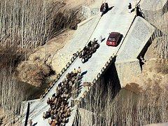 Stanoviště pro afghánskou policii a betonové mosty přes řeku Lógar dokončil nedávno český Provinční rekonstrukční tým. Je součástí stejné mise jako vrtulníková jednotka z Bochoře.