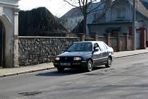 S opravami rozbitých cest začne hranická firma Ekoltes až v polovině dubna.