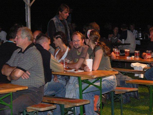 Anenská pouť v Drahotuších byla zakončena večerní zábavou.
