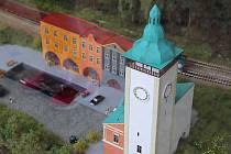 Na hranickém náměstí vyrostl ve výloze unikátní model města.