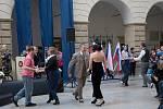 Dvorana hranického zámku se v pátek odpoledne přenesla do časů první republiky.
