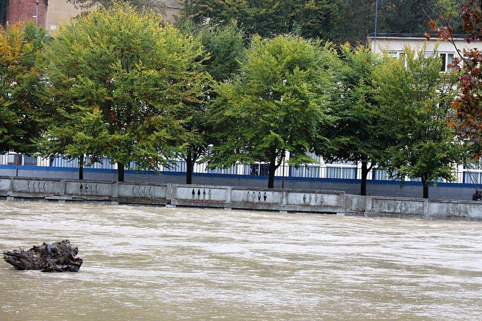 Bečva v lázních Teplice nad Bečvou ve středu 14. října 2020 v 15.30 hodin.