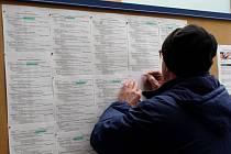 Brány velkých podniků na Přerovsku opouštějí pracovníci společností s dlouholetou tradicí a evidují se na úřadu práce. Důsledkem jsou časté psychické problémy, kterými lidé trpí.