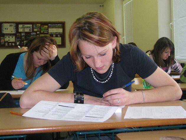Ekonomicko-manažerské olympiády se ve středu zúčastnilo mimo jiné i dvanáct studentů Střední soukromé odborné školy v Hranicích.