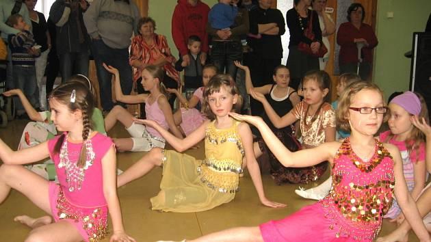 V hranickém Domově seniorů připravili tradiční Papučový bál.