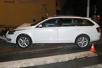 Havárie mladého řidiče octavie v Hranicích