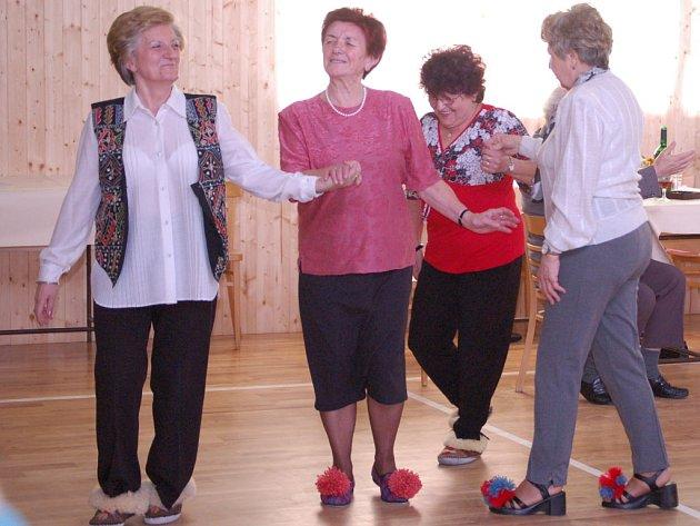 Klub seniorů v Bochoři uspořádal Papučový bál.