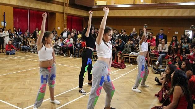 Taneční soutěže se zúčastnilo více než sto tanečníků.