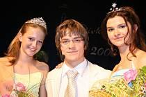 Monika Beránková jako Dívka Talent (na snímku vpravo) a Kristýna Zinráková (na snímku vlevo) jako Dívka Glamour s Jirkou Mádlem.