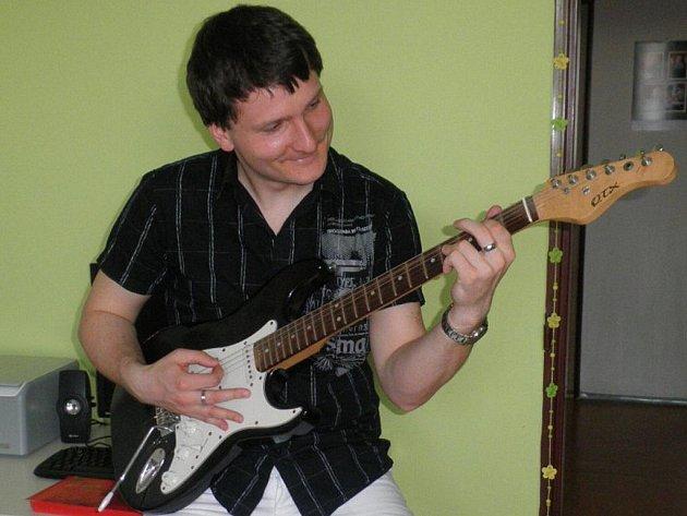Zpěvák kapely Iron Army Jiří Vinklárek