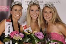 V třetí nejprestižnější soutěži krásy v republice si titul nejkrásnější dívky odnesla osmnáctiletá Hana Hegarová (na snímku uprostřed) z Hranic.