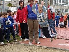 Téměř tři sta dětí se zapojilo do dvoudenní olympiády mateřských škol, která se konala v úterý a ve středu na hřišti Základní školy Trávník v Přerově.