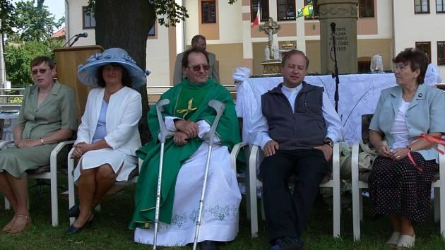 Slavnost u příležitosti 40. výročí vysvěcení faráře Františka Adamce pořádala v v Olšovci společnost Patriot.