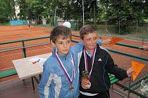 Mladí tenisté na turnaji