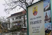 Hranice vítají návštěvníky města jen v češtině.