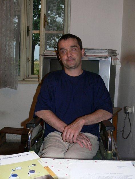 Franitšek Pavelka touží po přístroji, který by mu umožnil chodit.