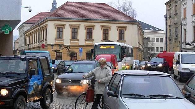 Dopravní nápor v centru Hranic