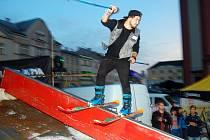 Náměstí patřilo i loni v říjnu lyžařům a snowboardistům.