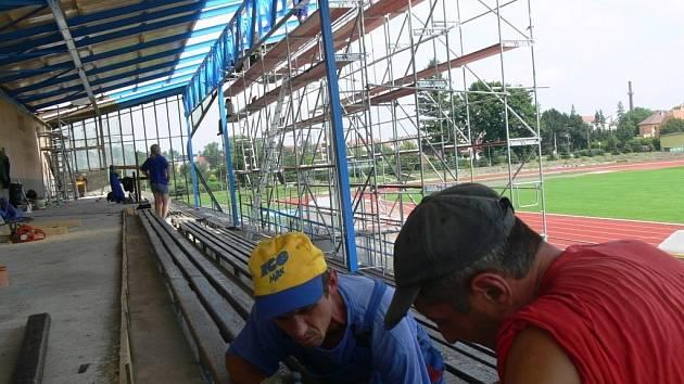Oprava tribuny na stadionu SK Hranice