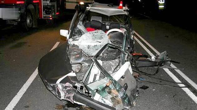 Tragická srážka čtyř aut mezi Bělotínem a Polomí.