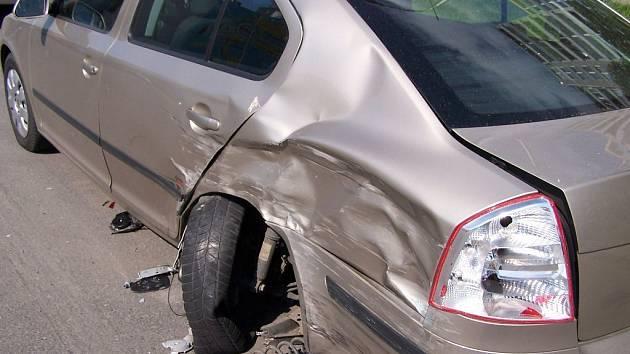 Opilý řidič narážel na Brněnsku do aut. Škoda je téměř čtvrt milionu