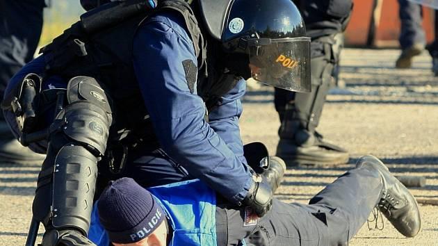 Proti zlodějům nemohou členové ostrahy v obchodních centrech aktivně zakročit, tuto pravomoc má pouze policie.
