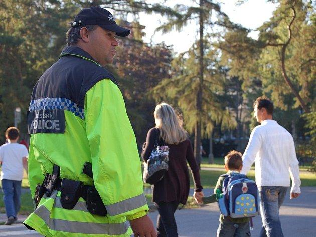 Na chování řidičů u přechodů v blízkosti škol si posvítili první zářijový den přerovští policisté a městští strážníci.