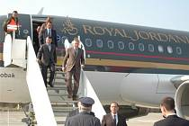 Jordánského krále na bochořském letišti v úterý 7. dubna doprovázel odstupující premiér Mirek Topolánek.