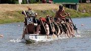 Školní pohár dračích lodí na Bečvě v Hranicích