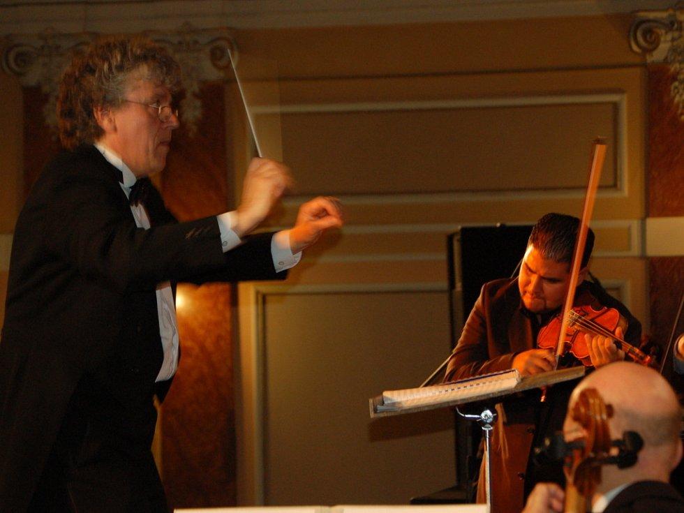 Proslulý orchestr Cigánski diabli vystoupil v Městském domě společně s Moravskou filharmonií.