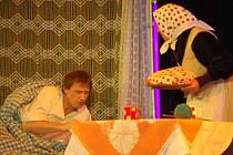 Děti mohly v představení zhlédnout příběh o pohádkovém Honzovi, který opět poznává, že bez práce nejsou buchty.