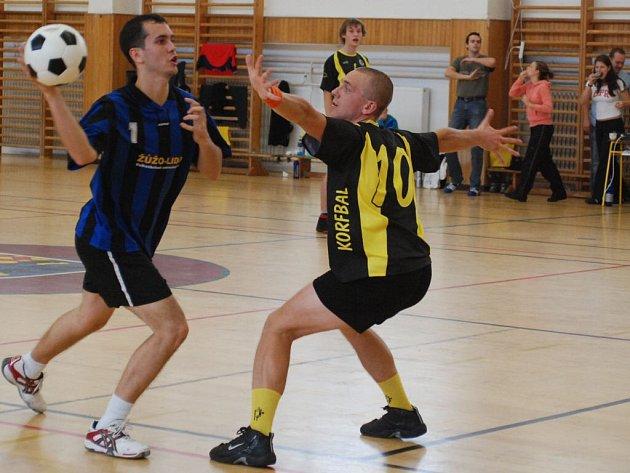 Momentka z utkání prostějovských korfbalistů s Českými Budějovicemi, jež na Hané v roli úřadujícího mistra extraligy překvapivě neuspěly.