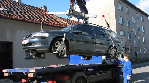 Řidič, kterému bylo odtaženo auto, ho dostane zpátky až zaplatí pokutu a příslušné poplatky.