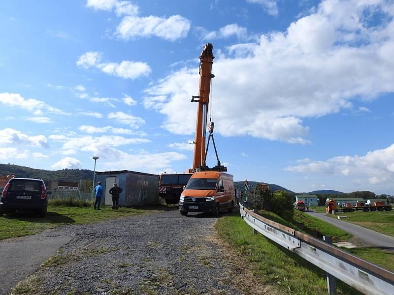 Stavba zkapacitnění jezu na řece Bečvě v Hranicích.