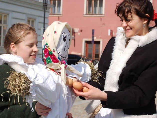 Vynášení Morany probíhalo v Lipníku nad Bečvou v režii místního folklorního souboru Maleníček.