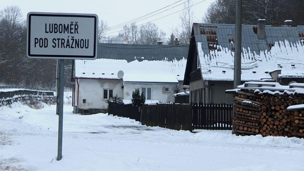 Tady je to Zemanovo. V Luboměři pod Strážnou na Hranicku volilo Miloše Zemana v prvním kole 2018 rekordních 76,66% voličů.