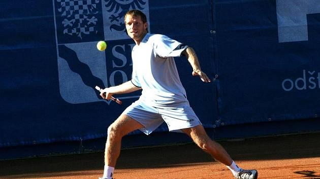 Tenista TK Precolor Jaroslav Pospíšil se stal mistrem ČR ve dvouhře, ke zlaté medaili přidal ještě stříbrnou ze čtyřhry.