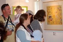 Živé scénky, videoprojekce, ale i kresby a originální publikace potěšily návštěvníky zámku, kde se v sobotu konala vernisáž výstavy Hurá za Ferdou Mravencem.