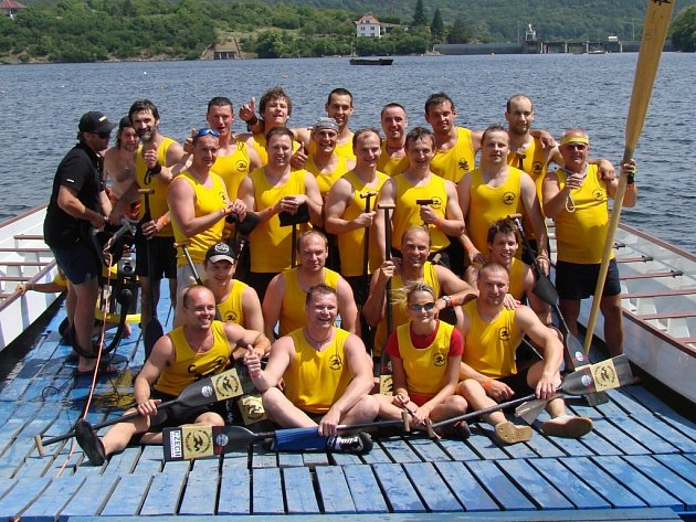 Dvě zlata a jedno stříbro! To je bilance mužské posádky Moravian Dragons na druhém závodu Českého poháru dračích lodí.