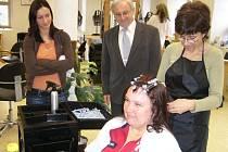 Lidé mohou vykonávat praktické zkoušky v oborech, ve kterých mají dlouholetou praxi.
