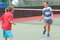 Děti z města se o prázdninách mohou vyřádit i na nově zrekonstruovaných sportovních hřištích. Na většinu z nich je pro děti do osmnácti let vstup zdarma