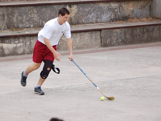 S roztrženým obočím odstoupil ze semifinálové bitvy hráč 1. HC Půllitr Martin Jurečka a posléze i celý tým.