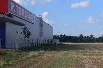 Nová obchodní zóna vznikne hned vedle hypermarketu.