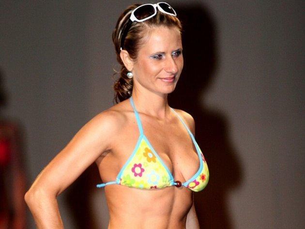 Na módní přehlídce se představilo sedm místních studií módy, k vidění byly plavky, sportovní oblečení, ale také společenské šaty.