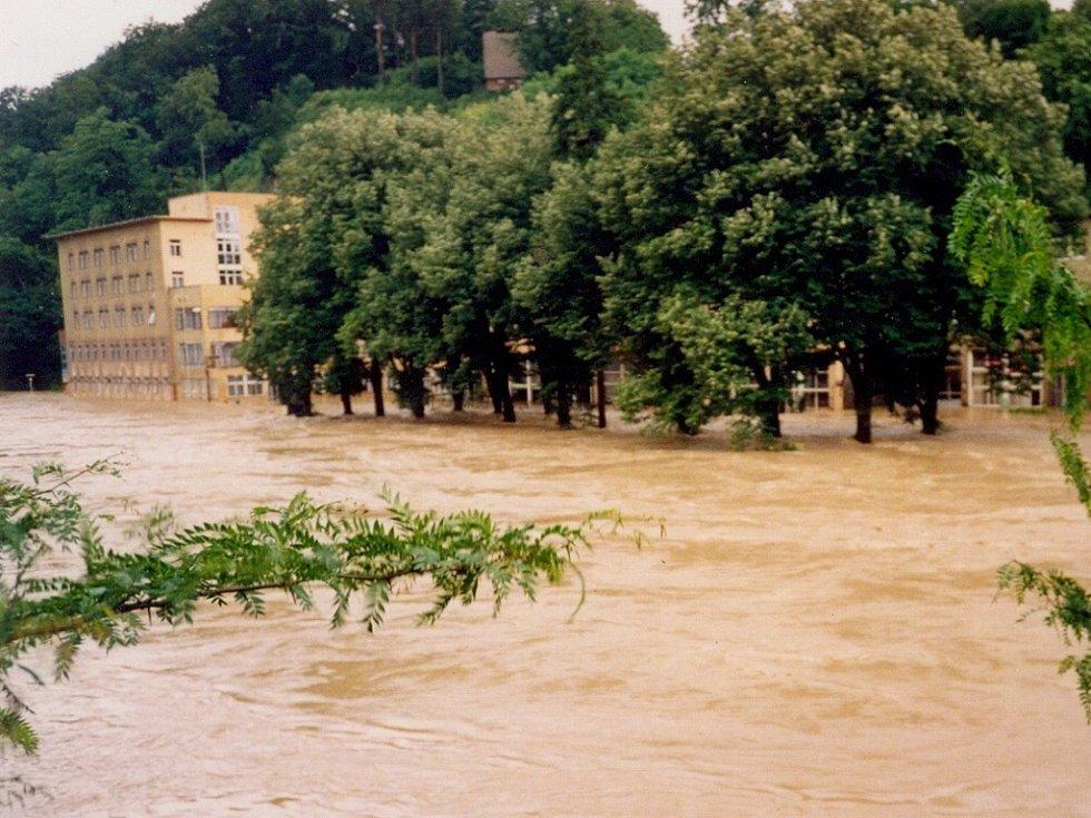 Velká voda vtrhla do lázní v Teplicích nad Bečvou v roce 1997 v noci na pondělí 7. července