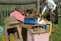 Likvidace úlů, včelstev a včelařských pomůcek při napadení morem včelího plodu je pro včelaře vždy velká rána. Kromě materiálních škod je pro včelaře ztráta chovu emotivně vypjatou situací.