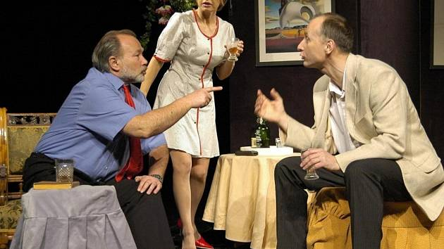 Jana Švandová, Rudolf Hrušínský a Josef Carda jsou hlavními hvězdami komedie Jiří Menzela Nebyla to Pátá, byla to Devátá.