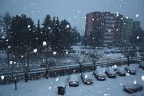 Hustě sněžit začalo v Hranicích už v úterý 31. ledna odpoledne.
