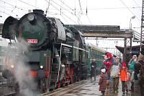 """Parní vlak  tažený """"Rosničkou"""" na nádraží v Přerově"""