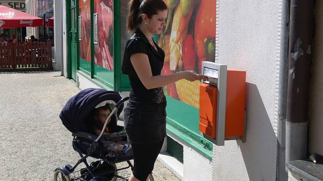 Nová poštovní schránka na severní straně Masarykova náměstí v Hranicích